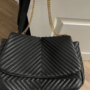 Chain strap bag with adjustable strap